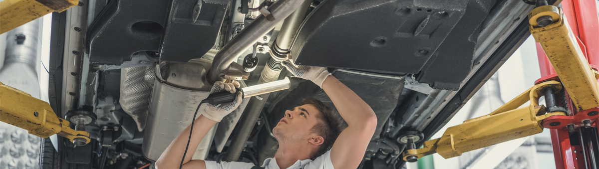 Mechanic doing an MOT Test - MOT Heanor